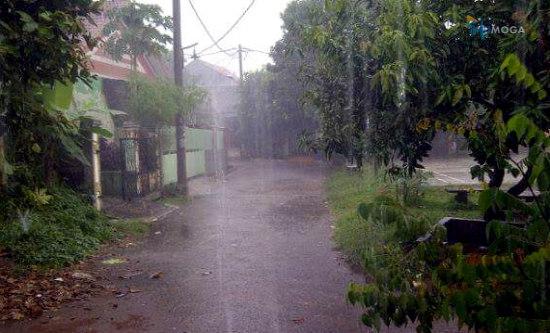 BMKG: Hujan Lebat Disertai Petir Masih Berpotensi Terjadi di Wilayah Moga & Sekitarnya Hari Ini