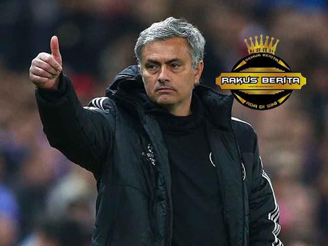 Setelah Kalah Dari Arsenal, Mourinho Senang Karna Dapat Bahagiakan Fans Arsenal