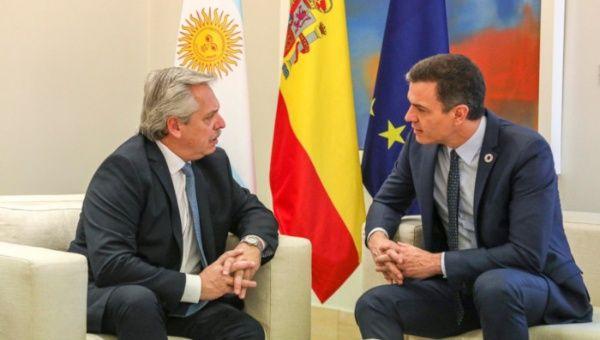 """Fernández: España respalda a Argentina para que pueda """"ponerse de pie"""""""