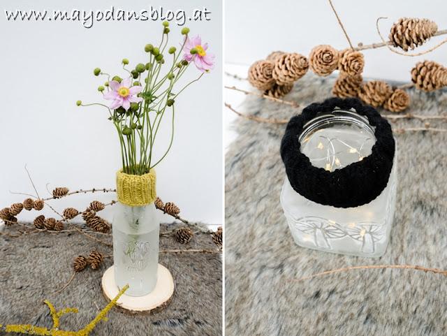 Vase und Windlicht mit Strickstulpe