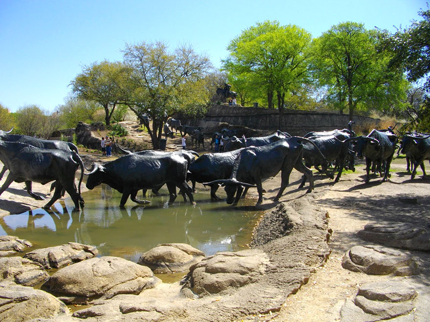 42 Of The Most Beautiful Sculptures In The World - Cattle Drive, Dallas, Texas, Usa
