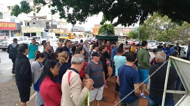 Moradores de 54 condomínios de Sobradinho fazem manifestaram contra empresa UPSA
