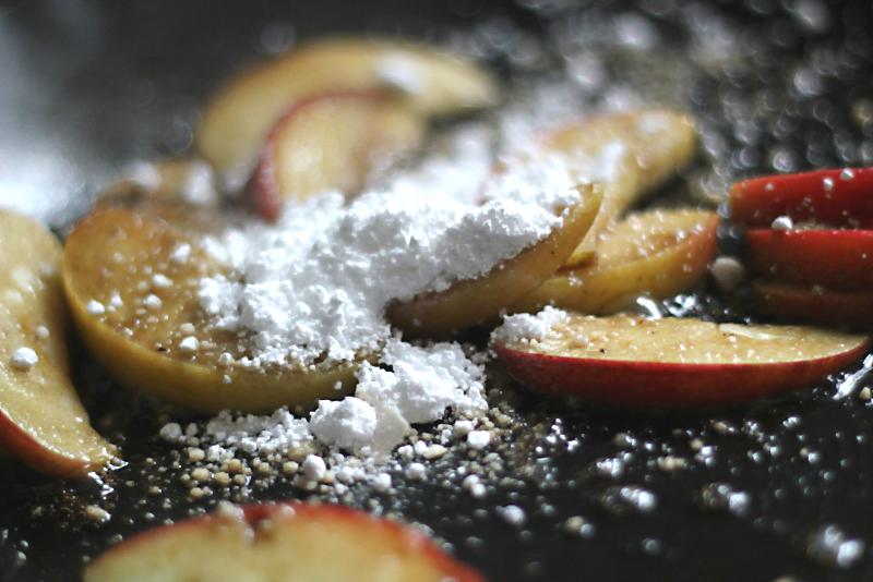 Apfelspalten in Entenfett mit Puderzucker und Sojasauce | Arthurs Tochter Kocht by Astrid Paul