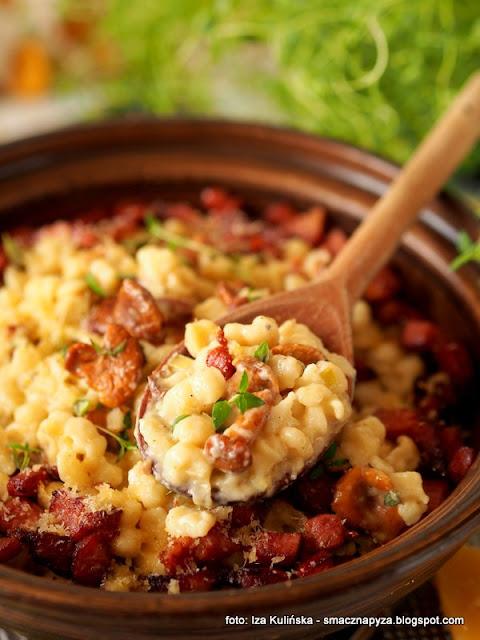 szpecle z kalafiorem, haluszki, kluseczki jajeczne, kluski jajeczno kalafiorowe, kalafior mrozony, poltino, mrozonki sos grzybowo serowy, grzyby, kurki, obiad