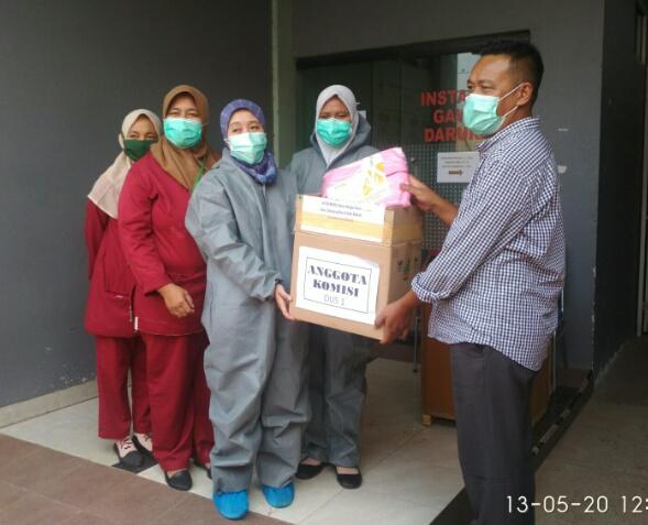 Bentuk Kepedulian Pekerja Kesehatan, Obon Tabroni Salurkan APD Ke Sejumlah RS Di Bekasi