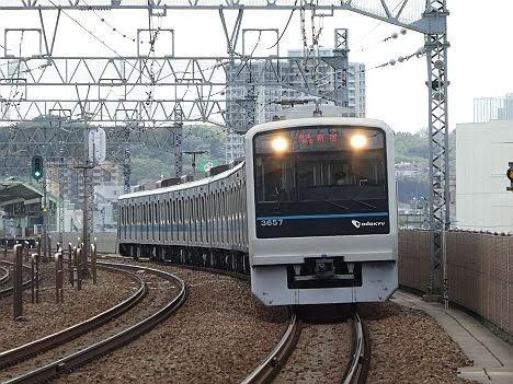 小田急電鉄 各駅停車 新宿行き8 3000形