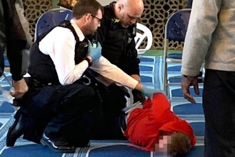 Késes támadás egy londoni mecsetben