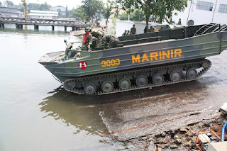 Kendaraan Amfibi Pengangkut Artileri (KAPA) K-61
