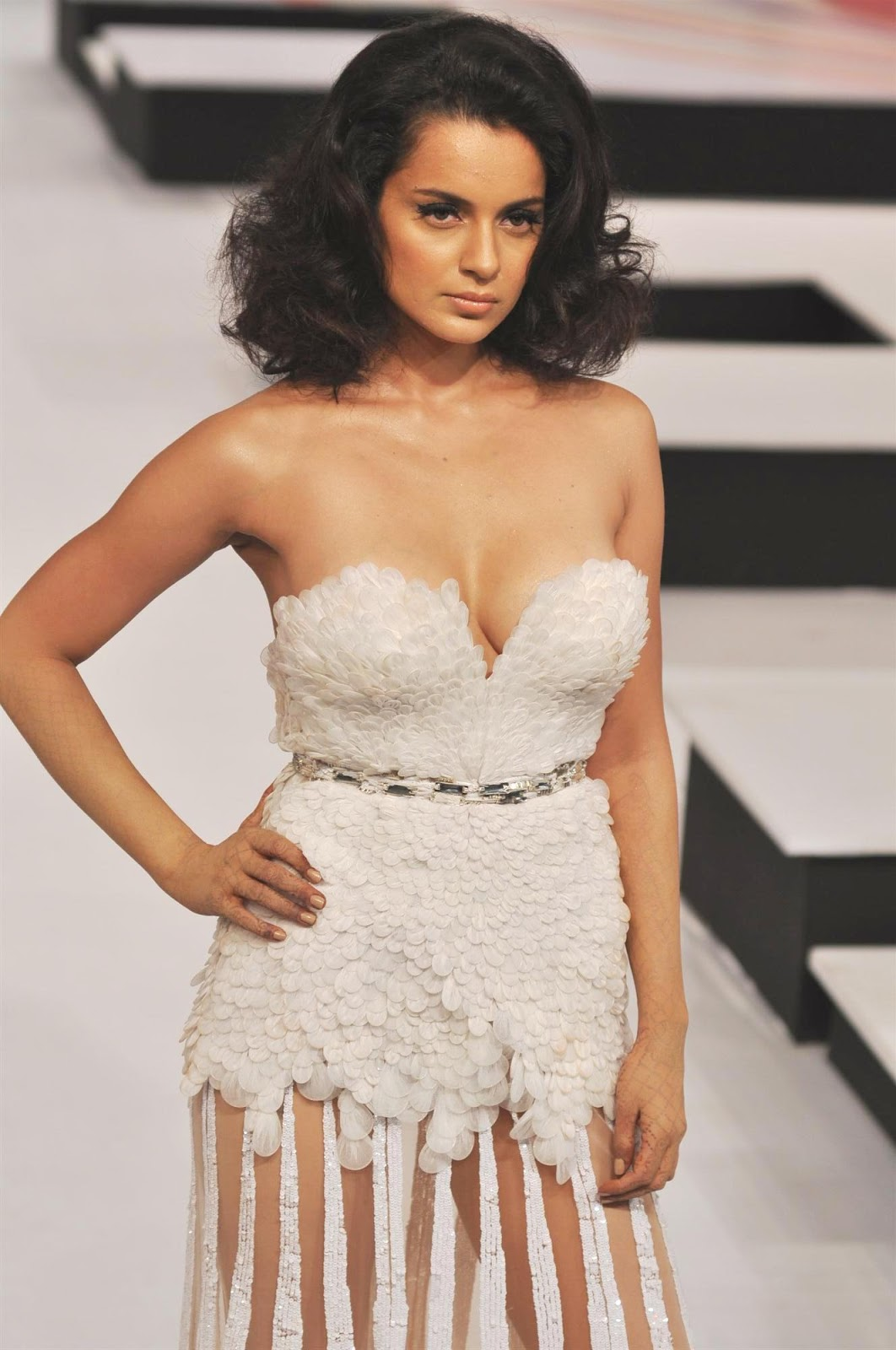 Kangana ranaut walks the ramp for blenders pride fashiion show in a white fur gown