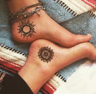 Ideas de tatuajes de sol delicados femeninos