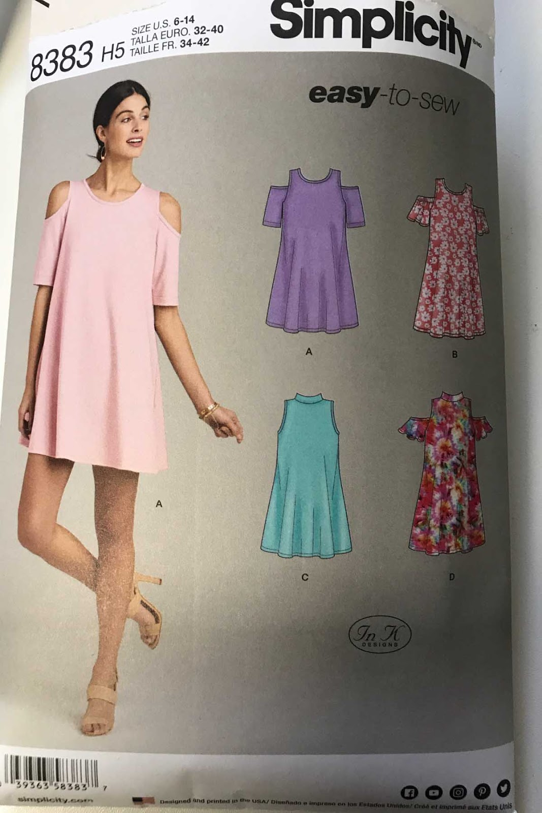 Sharon Sews: Simplicity 8383 - Knit Floral Trapeze Dress