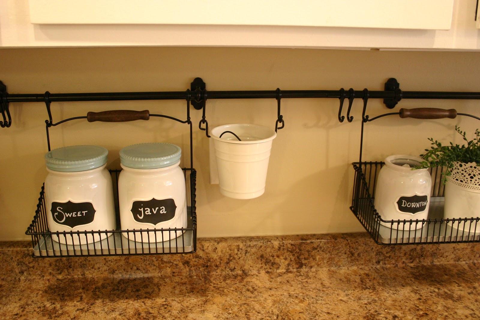 DIY Temporary Kitchen Backsplash · DIYer Club