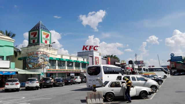 restarea-thailand タイの高速道路サービスエリア2