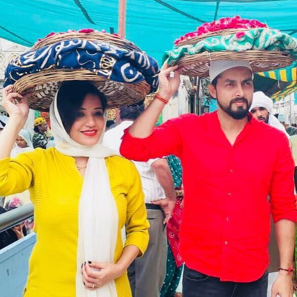 monalisa-shares-throwback-pictures-of-ajmer-sharif-with-her-husband