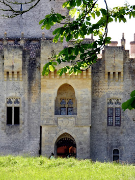 Château de ROQUE TAILLADE (33)