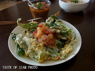 Spicy Fried Morning Glory ยําผักบุ้งกรอบ