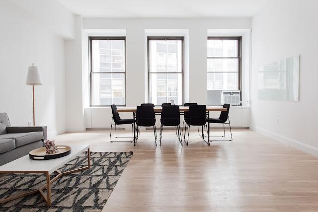 Pisos de porcelanato y maderas para renovar tu apartamento