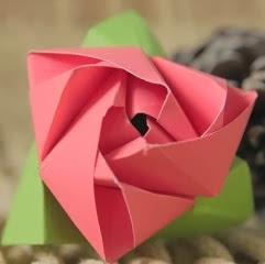 http://lasmanualidades.imujer.com/6852/como-hacer-una-rosa-de-origami