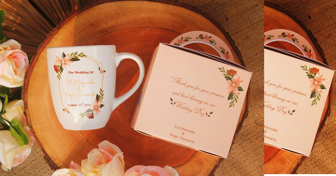 Jenis jenis mug yang elegan untuk Souvenir Weddingmu, salah satunya pilihan Roger & Cut Meyriska.