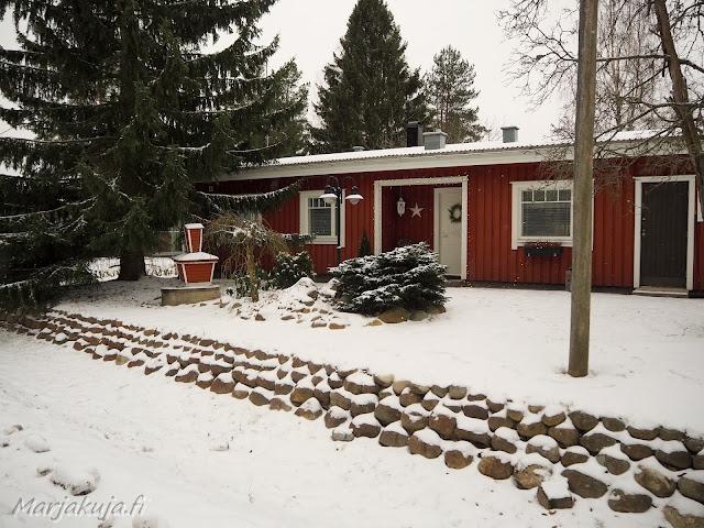 talo punainen puutalo bloggaaja marika lifestyleblogi