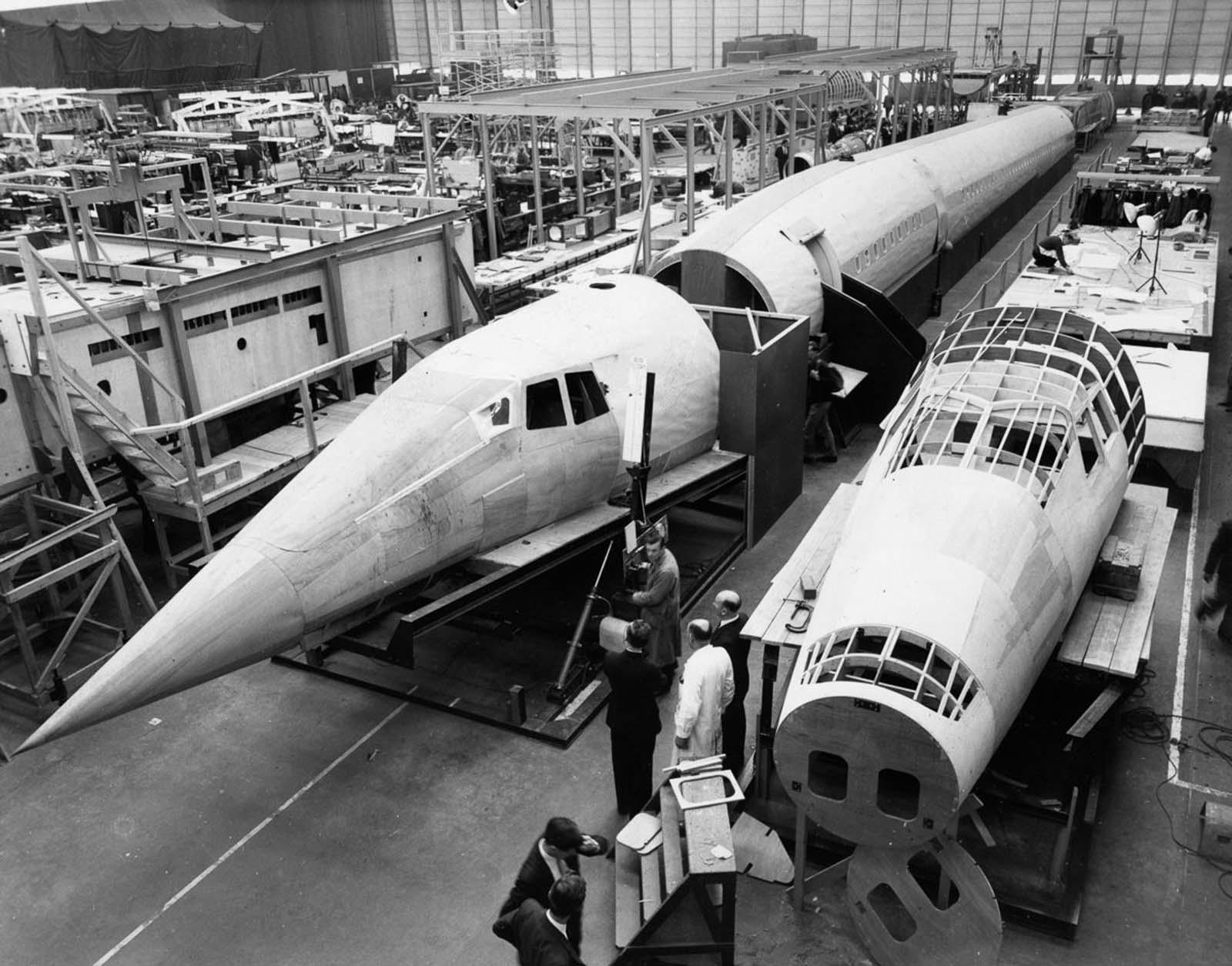 A gyárban.  1963.