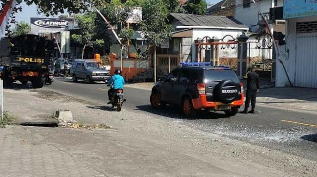 Bikin Mobil Rombongan Polisi Tabrakan Beruntun, Emak-emak Tetap 'Santuy'