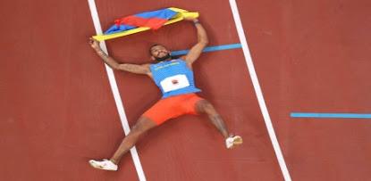 ¡Anthony Zambrano hace historia para Colombia y gana la medalla de plata en los 400m!