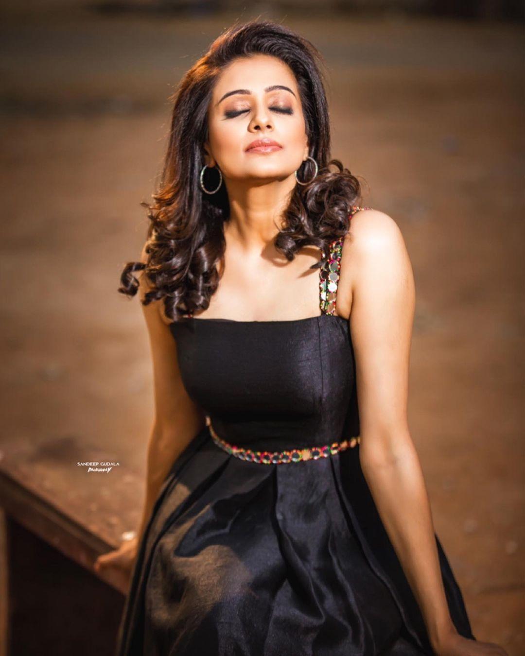South Indian Actress Priyamani Looking Hot in Black Dress