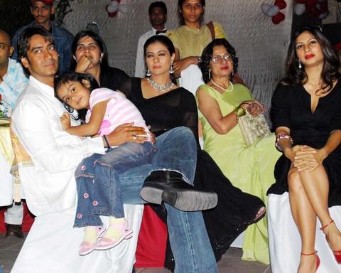 Ajay Devgun And Kajol Celebrate Their 14th Marriage ...