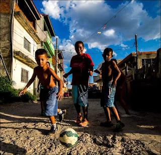 Recorte de uma das fotos de Rogério Sousa Silva, o Xuxão, veiculadas no site norte-americano, Urban Pitch