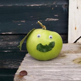 Happy apple - www.growourown.blogspot.com