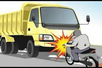 Hindari Jalan Berlubang, Dua Warga Blitar Tewas Tabrak Tronton