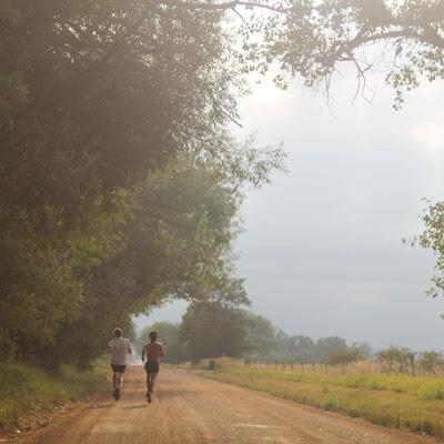 seosko-popodne-trcanje-lepota-prirode-najbolje-lokacije-seks-seljaci