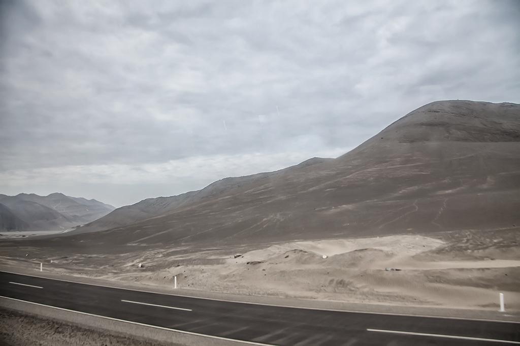 carretera en el desierto peruano