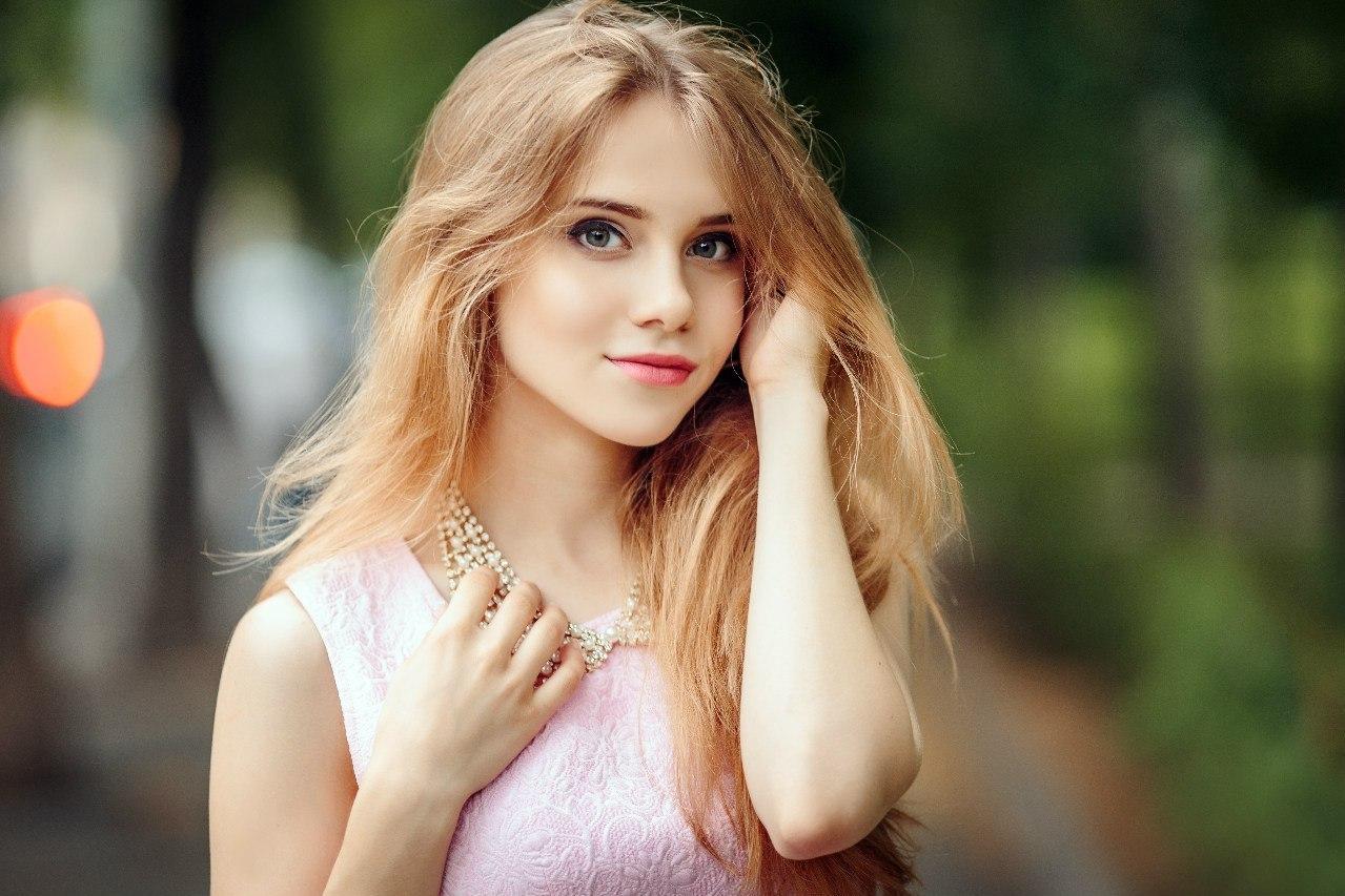 Perfect natural tits redhead