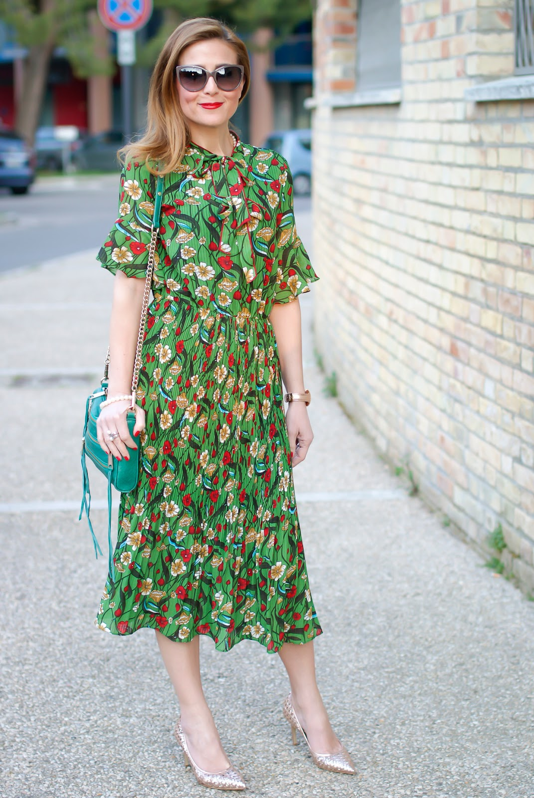 Metisu green pleated midi dress and Giancarlo Paoli shoes on Fashion and Cookies fashion blog, fashion blogger style