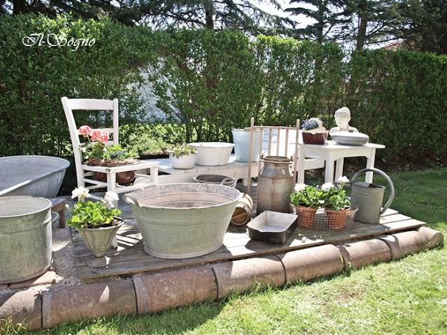 alte mobel als gartendeko die neuesten innenarchitekturideen. Black Bedroom Furniture Sets. Home Design Ideas