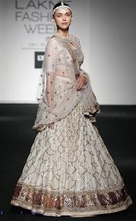 Aditi Rao Hydari Looks Captivating As She Walks The Ramp At The Lakme Fashion Week 2016
