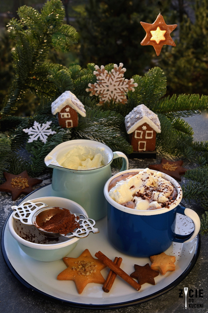 kawa, kubek emaliowany, kakao, kruche ciastka,emaliove, naczynia emaliowane ,