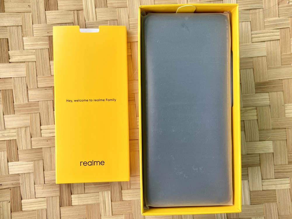 realme narzo 20 smartphone and pack