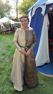 http://evashistoricalcostumes.blogspot.com/p/a-14th-century-talian-mi-parti-gown.html