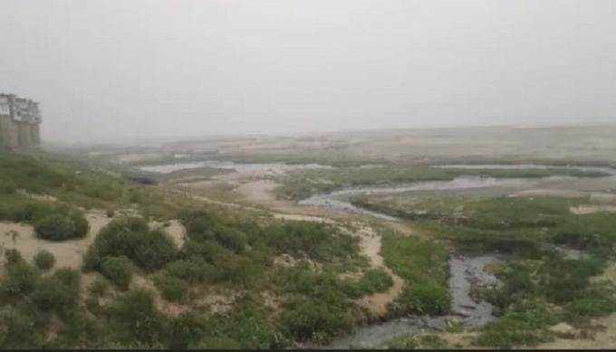 गाजीपुर: मकर संक्रंति पर करीब एक किलोमीटर की दूरी तय कर पहुंचना होगा गंगा स्नान को