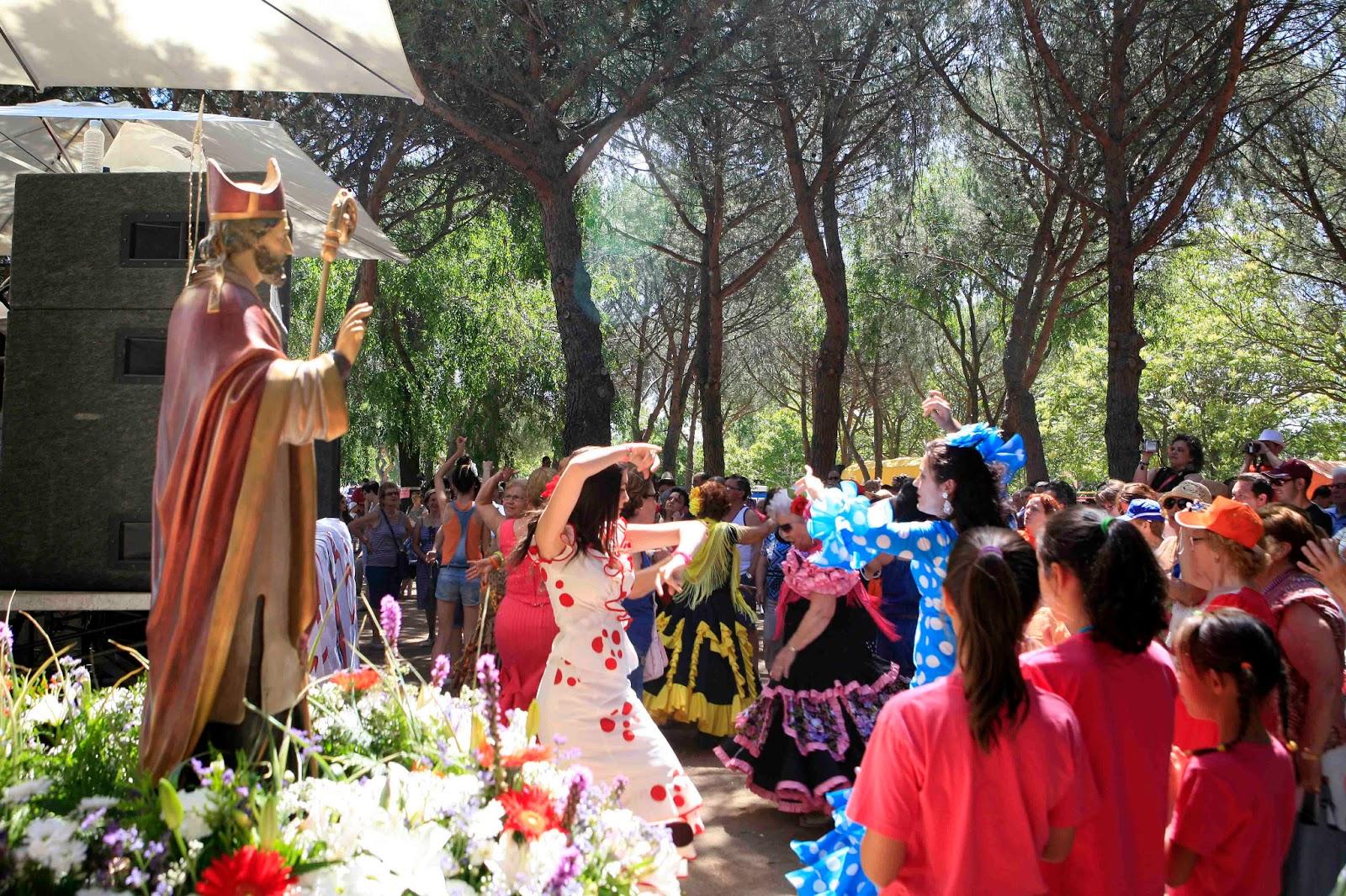 Miles de vecinos asistieron al Pregón y Romería de San Fortunato ...