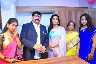 Sreemukhi Launches Manvis Saloon  0027.jpg