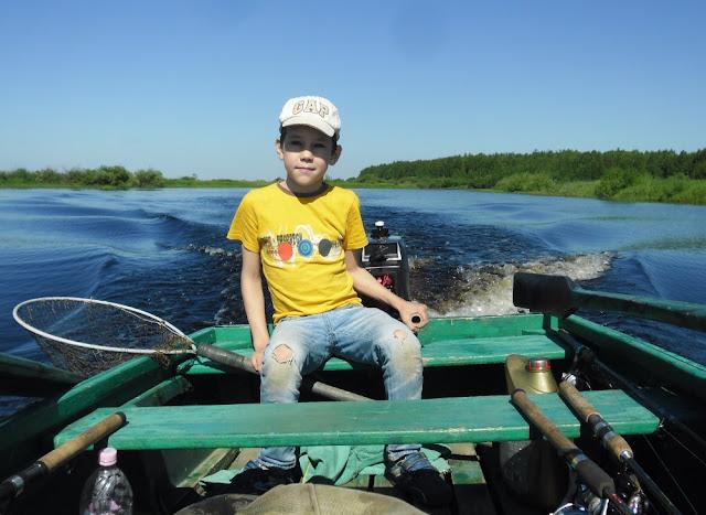 На моторной лодке