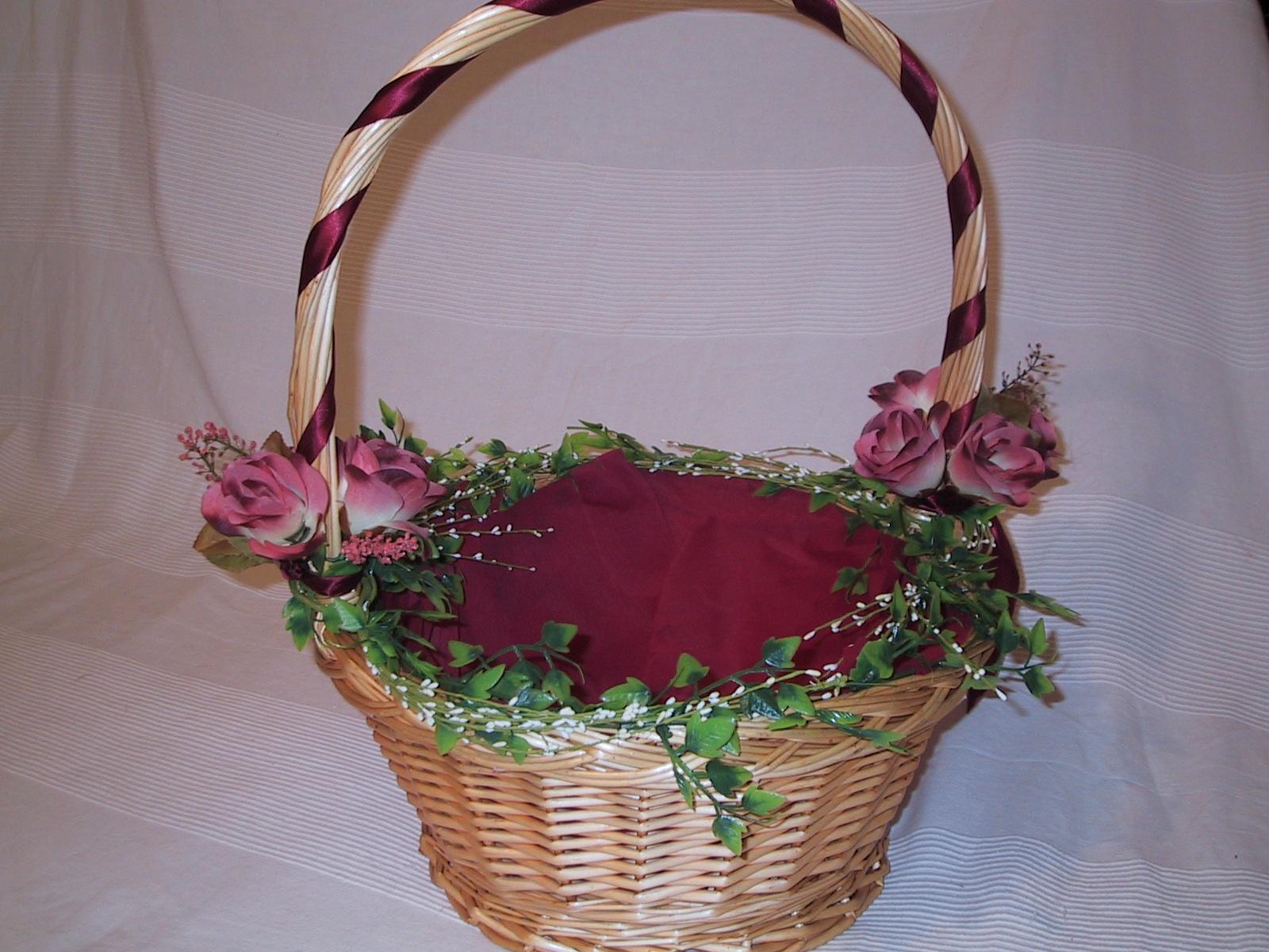 Qui n dijo boda haz t misma los cestos para los - Como adornar cestas de mimbre ...