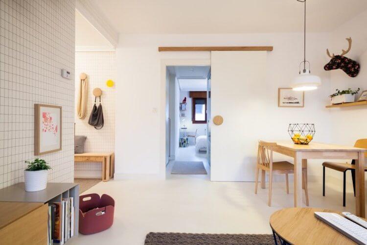Piso reformado salón con puerta corredera