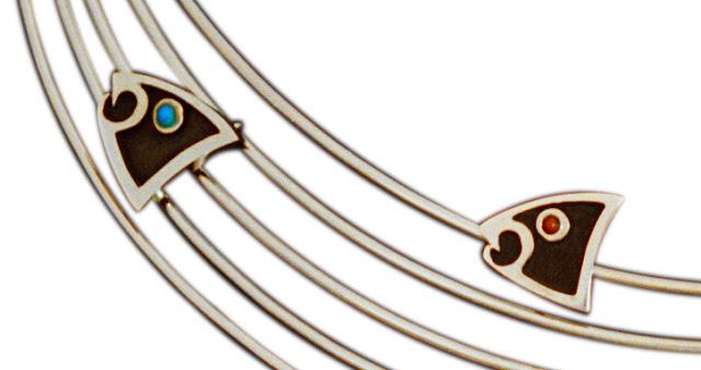 Detail of the jewelry set Bizindamowin/Gikendamaawin Doodem