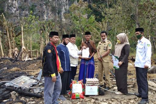 Baznas Maros Salurkan Bantuan ke Korban Kebakaran di Leang Leang dan Bontomanurung