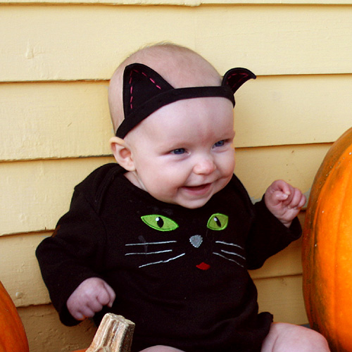 This isnu0027t a crafty blog but I came up with this quick way to make cat ears for my four month old babyu0027s kitty costume and I figured it should be shared.  sc 1 st  Foy Update & Foy Update: Last Minute Easy Cat Ears Costume Tutorial
